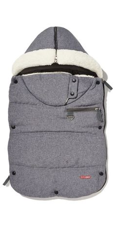 This stroller bunting bag comes with covers for Spring, Fall and Winter weather conditions. Whether