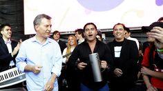 Macri bailó cumbia en Tecnópolis con la Tota Santillán y un ex cantante de Los Charros - Infobae.com