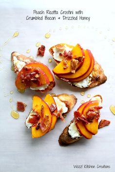 Peach Ricotta Crostini with Crumbed Bacon and Drizzled Honey Easy To Make Appetizers, Appetizer Recipes, Bacon Recipes, Wine Recipes, Party Recipes, Thanksgiving Appetizers, Thanksgiving Recipes, Peach Slices, Specialty Foods