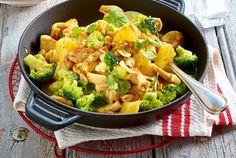 Unser beliebtes Rezept für Hähnchencurry mit Ananas und Brokkoli und mehr als 55.000 weitere kostenlose Rezepte auf LECKER.de.