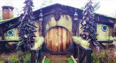Buat kalian para travelers yang ingin liburan gak pake jauh, boleh nih liburan ke daerah Bandung. Akhir-akhir ini ada tempat wisata yang menarik dari Kota Bandung tepatnya di Lembang, yaitu Rumah Hobbit. selengkapnya http://blog.airpaz.com