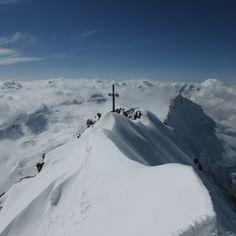 Der Dom in den Walliser Alpen ist mit einer Höhe von 4545 m der höchste Berg, der mit seiner kompletten Basis innerhalb der Schweiz liegt. Ein wunderschöner Aufstieg mit unvergesslichen Momenten, eingefangen in Bildern. Erleben auch Sie solche Momente, in der traumhaften Berglandschaft in St. Anton am Arlberg. :)  #berge #alpen #Stanton #bergwanderungen #bergsteigen #hotel #winterurlaub St Anton, Dom, Mountains, Nature, Travel, Ski Trips, Winter Vacations, Mountain Landscape, Mountaineering