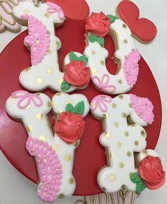 L❤O❤V❤E #thedoughmestichousewife #doughmestichousewife #decoratedcookies