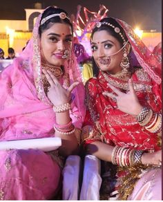 Indian Bridal Outfits, Indian Dresses, Indian Attire, Indian Wear, Rajput Jewellery, Rajasthani Dress, Petite Bride, Indian Jewellery Design, Gold Jewellery