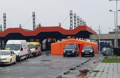 Corturi de triaj la marile vămi din vestul României. Cei care intră în țară sunt triați în corturi montate miercuri la punctele de front... Bulgaria, Montana, Madrid, Cots, Italy