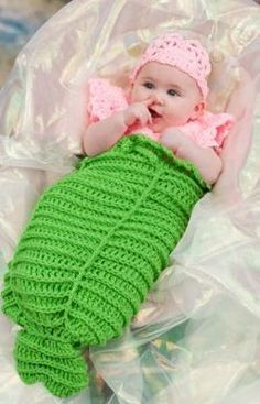 Free Crochet Baby Cocoon Patterns,Free Crochet Baby Mermaid Cocoon-This list will inspire you a lot to make cute and gorgeous free crochet cocoon patterns with your hands with all basic instructions and steps. Crochet Baby Cocoon Pattern, Baby Knitting Patterns, Baby Patterns, Crochet Patterns, Knitted Baby, Newborn Crochet, Vintage Patterns, Crochet Ideas, Crochet Bebe