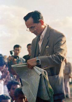 The Life and Work of His MajestyKingBhumibol Adulyadej - BigChilli