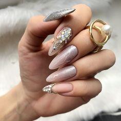 Christmas Carnival, Christmas Fun, Nail Polish Designs, Nails Design, Gold Nails, Pink Nails, Carnival Nails, Cute Halloween Nails, Glitter Gel Polish