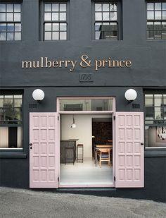 Afrique du sud / Mulberry&Prince : du rose pour un restaurant / Boutique Interior, Cafe Interior, Modern Interior, Store Interior Design, Modern Decor, Hotel Restaurant, Restaurant Design, Restaurant Entrance, Restaurant Exterior
