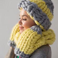 Big Knits, Chunky Knits, Merino Wool Blanket, Pretty Dresses, Mittens, Knitted Hats, Knit Crochet, Beanie, Vintage