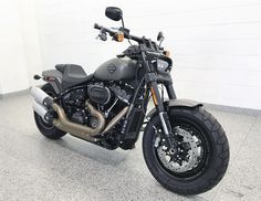 Step aside, this street fighter is taking names! 2018 Softail Fat Bob 114