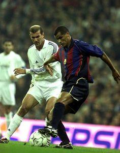 Zinedine et Rivaldo Madrid Football Club, World Football, School Football, Best Football Players, Football Drills, Good Soccer Players, Soccer Fans, Sport Football, Barcelona Fc