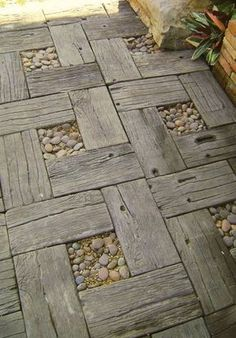 Very cool idea, old fence/pallet and pebbles. Love it.