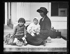 [Woman with children. White House?]