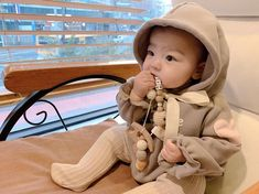 Cute Little Baby, Cute Baby Girl, Mom And Baby, Little Babies, Baby Kids, Cute Asian Babies, Korean Babies, Asian Kids, Cute Babies