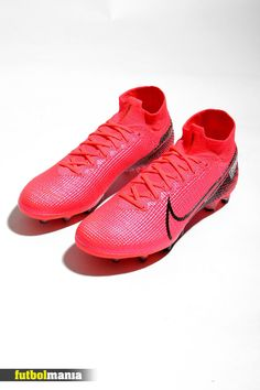 Nike Football Boots, Soccer Boots, Nike Soccer, Nike Cleats, Soccer Cleats, Soccer Ball, Tacos Nike, Nike Mercurial Superfly, Color Rosa