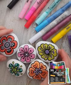 Acrylic Paint Pens, Acrylic Painting Flowers, Pebble Painting, Pebble Art, Ceramic Painting, Stone Painting, Ceramic Art, Rock Painting Patterns, Rock Painting Designs