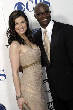 Idina Menzel - love her and her cute hubby Taye Diggs. Familia Interracial, Interracial Marriage, Interracial Couples, Black Man White Girl, White Girls, White Women, Black Men, Royal Rumble 2000, Idina Menzel
