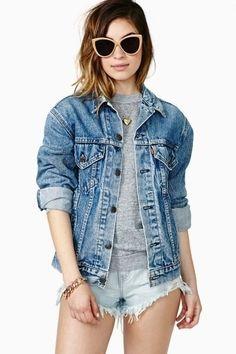 Look casual con chaqueta denim - cómodo y con estilo..