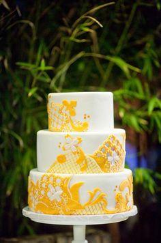 Love the sunshine yellow decoration to this yummy cake.    Photo:  Caroline Tran