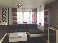Wohnzimmer Schiebegardine mit edlen Seitenschals und geometrischen Elementen - http://www.gardinen-deko.de/wohnzimmer-schiebegardine-mit-edlen-seitenschals-und-geometrischen-elementen/