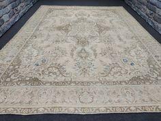 9.46'x12.54' feet Turkish Oushak vintage neutral area rug, Oversized vintage rug, Dining room rug, Beige rug, Pale rug, Wool area rug-carpet Extra Long Runner Rug, Long Runner Rugs, Big Area Rugs, Wool Area Rugs, Room Rugs, Rugs In Living Room, Carpets, Rugs On Carpet, Types Of Carpet