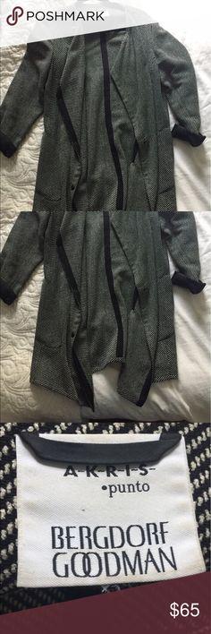 Akris Punto topper jacket. Beautiful quality Akris Punto black and white topper jacket fits size 6/8. Beautiful quality, snap buttons, versatile shape. Purchased from Bergdorf Goodman Akris Punto Jackets & Coats Blazers