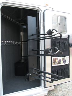 Swing our center tack - weld the racks to a metal board like this and put the whole thing on a slide out or swing out? Use as rear tack maybe? Horse Trailer Organization, Tack Room Organization, Horse Camp, Western Horse Tack, Western Saddles, Horse Stalls, Horse Barns, Horse Horse, Barrel Racing Tips