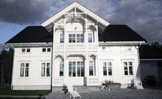 Bilderesultat for sveitserhus This Old House, My House, Scandinavian Cottage, Mansard Roof, Swedish Style, Glass House, Victorian Homes, Old Houses, Villa