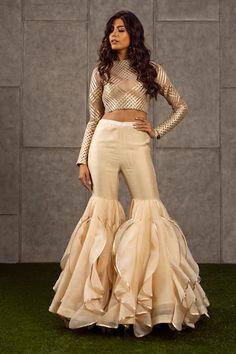 New Dress Design Indian, Dress Indian Style, Indian Dresses, Indian Outfits, Sharara Designs, Kurti Designs Party Wear, Designer Party Wear Dresses, Indian Designer Outfits, Unique Dresses