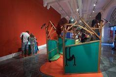 """As cores e texturas de Frida Kahlo chegam a São Paulo desta vez com foco no público infantil. A exposição """"Frida e eu"""" sucesso na França México e Inglaterra passou dois meses no Rio de Janeiro onde teve mais de 40 mil visitantes e agora entrará em cartaz no Unibes Cultural a partir do dia 11 de março até 30 de junho. A proposta é que as crianças mergulhem em uma experiência estética pelo universo da artista a partir de atividades interativas. #fridakahlo (via @lucianeangelo)  via MARIE…"""