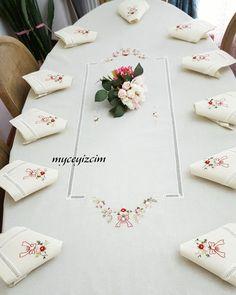 Rokoko işlemeli masa örtüsü takimi