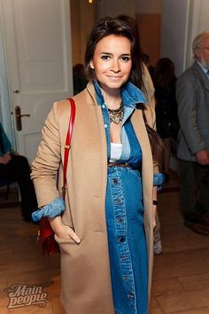 Find tips and tricks, amazing ideas for Miroslava duma. Discover and try out new things about Miroslava duma site Miroslava Duma, Stylish Maternity, Maternity Wear, Maternity Fashion, Maternity Styles, Pregnancy Looks, Pregnancy Outfits, Pregnancy Style, Baby Bump Style