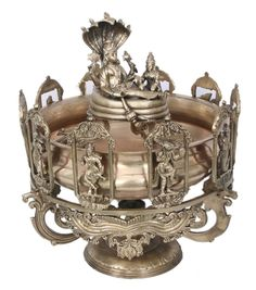 Tanjore Paintings is a classical south Indian art developed in the late century in Thanjavur also known as Tanjore In Tamilnadu south Indian state. Gypsy Home Decor, Ethnic Home Decor, Indian Home Decor, Indian Room, Antique Metal, Brass Metal, Antique Silver, Copper, Brass Diyas