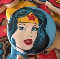 ✦⊱ɛʂɬཞɛƖƖą⊰✦ Princess Cartoon, Disney Princess, Wonder Woman Quotes, Superhero Cookies, Cartoon Cookie, Cupcake Cookies, Sugar Cookies, Cupcakes, Alice