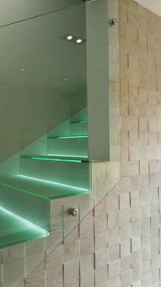 M s de 1000 ideas sobre azulejos de madera de imitaci n en for Escaleras imitacion madera