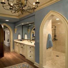 Incredible bano! Love the blue n hugeeee shower!!