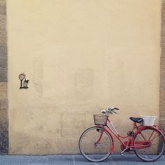 Another great picture this time by @sanjeye.silva. A solitary bike in #Florence  The #CityBikes challenge is on until the end of the month! We're also on the quest for the most talented Student #instagrammers. If you're one of them don't be shy and send us an email to write@uniplaces.com .  We have a mission for you guys!