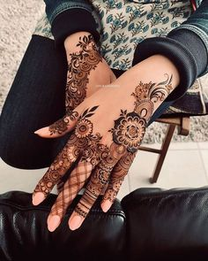 Mehndi henna designs are always searchable by Pakistani women and girls. Women, girls and also kids apply henna on their hands, feet and also on neck to look more gorgeous and traditional. Henna Hand Designs, Eid Mehndi Designs, Henna Tattoo Designs, Mandala Tattoo Design, Henna Tattoos, Mehndi Designs Finger, Wedding Henna Designs, Mehndi Designs For Girls, Stylish Mehndi Designs