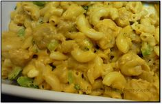 The secret to food-coloring-free (Chicken Broccoli) Mac n' Cheese Chicken Broccoli, Macaroni And Cheese, Bee, Ethnic Recipes, Kitchen, Food, Broccoli Chicken, Mac And Cheese, Honey Bees