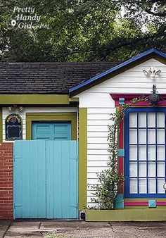 Slick blue is used for the fence and door; would be a nice kitchen color Exterior Paint Colors For House, Paint Colors For Home, Exterior Colors, Exterior Design, Unique Front Doors, Front Door Colors, Benjamin Moore Exterior Paint, Best Kitchen Colors, Nice Kitchen