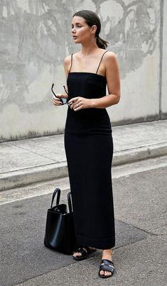 Fashion Ideas Skirt Street style look com vestido preto. Black Women Fashion, Look Fashion, Trendy Fashion, Womens Fashion, Fashion Tips, Dress Fashion, Fashion Clothes, Fashion Spring, Fashion Websites