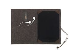 RAM IPAD comes in brown and anthracite wool mixed with many different leather colours. Have a look at the options at our homepage.