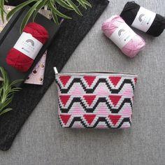 Ava - Makeuptasje vanaf Knit Or Crochet, Crochet Crafts, Yarn Crafts, Crochet Hooks, Crochet Projects, Free Crochet, Baby Knitting Patterns, Crochet Patterns, Pouch Pattern