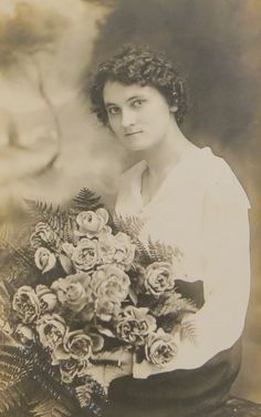 Vintage 1910's Lovely Young Woman With Large by InteriorVintage