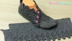 İki Şişle Ajurlu Yeni Patik Modeli Yapımı A new openwork booties model that you can create a dowry. Super Easy Slippers to Crochet or to Knit Looking for the pattern Gilet Crochet, Knitted Slippers, Crochet Slippers, Crochet Motif, Knit Crochet, Knitting Patterns Free, Free Knitting, Baby Knitting, Crochet Patterns