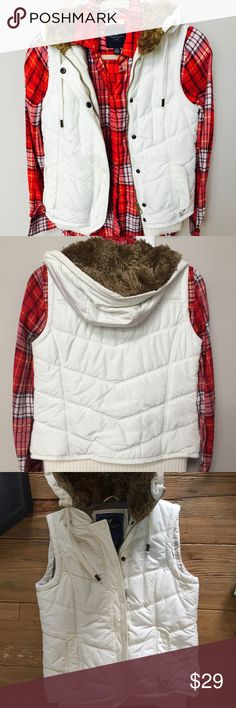 American Eagle Puffer Vest American eagle puffer Vest-EUC- color off white, fur hoodie, zipper and buttons closure, elastic on bottom around waist,two front pockets,size small. American Eagle Outfitters Jackets & Coats Vests