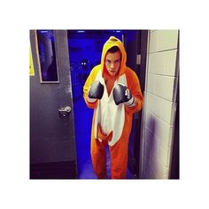 One Direction's 20 Silliest Instagram Photos ❤ liked on Polyvore featuring harry styles, harry, one direction, instagram and photo