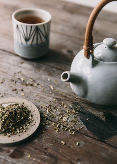 Detox tea blend Source by suisekijewelry Detox Recipes, Tea Recipes, Detox Foods, Storm In A Teacup, Homemade Detox, Tea Brands, Flower Tea, Chinese Tea, Tea Art