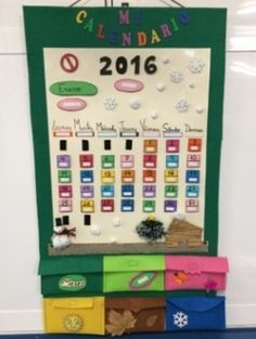 Este calendario didáctico, nos permitirá trabajar con nuestros alumnos el tiempo (físico,civil, humano y social) ya que al ser entero de belcro, todas las piezas son móviles, se pude camiar de mes, de año, de día, de estación...